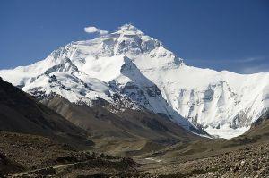 Monte Everest, en los Himalaya, cerca del Tibet
