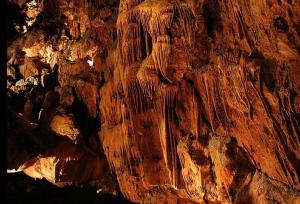 La cueva para los aztecas lugar de nacimiento de dioses y hombres
