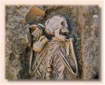 Tumba ancestral, con ajuar funerario