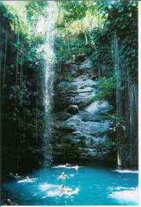 Uno de tantos cenotes de Yucatán, aquí pudieron llevarse a cabo sacrificios humanos