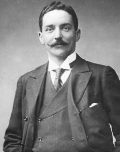 Bruce Ismay  de la línea naviera White Star Line, dueña del Titanic