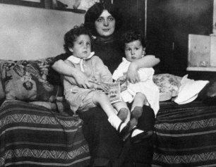 Michel y Edmond se reunieron con su madre en Nueva York un mes después del naufragio del Titanic.