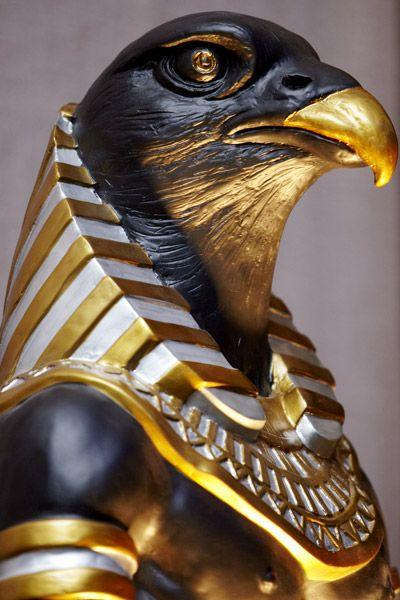 Horus dios egipcio con cabeza de halcon 1