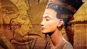 Nefertiti y Akenaton craneos largos