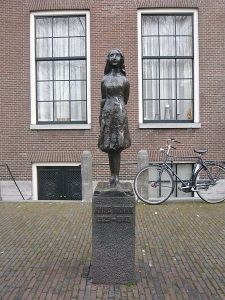 Anne_Frank_M01 Hide-sp