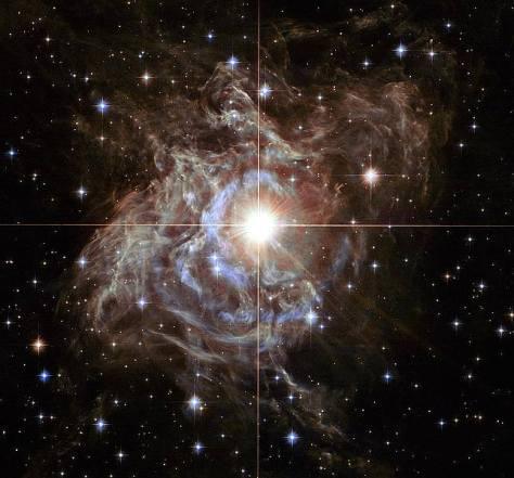 Hubble fotografía una estrella 15 mil veces más brillante que el Sol