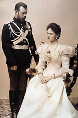 Nicolas II Zar de Rusia y Alejandra esposa