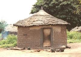 Choza africana redonda techo paja