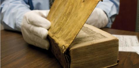Libros encuadernados en piel humana