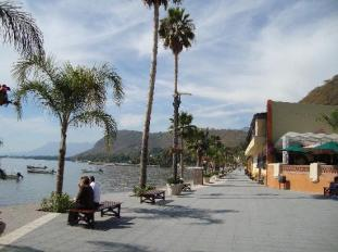 the-malecon-in-chapala