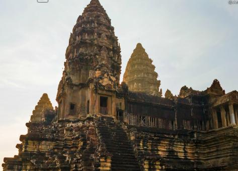 Dos torres del templo de Angkor wat Cambodia