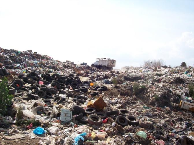 llantas en la basura