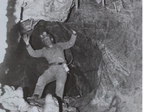 bajando a la Cueva de los Tayos