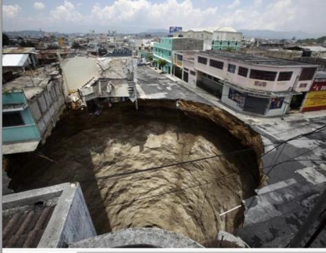 socavón creado por tormenta tropical Agatha  Guatemala  1 junio 2010 REUTERS Daniel LeClair
