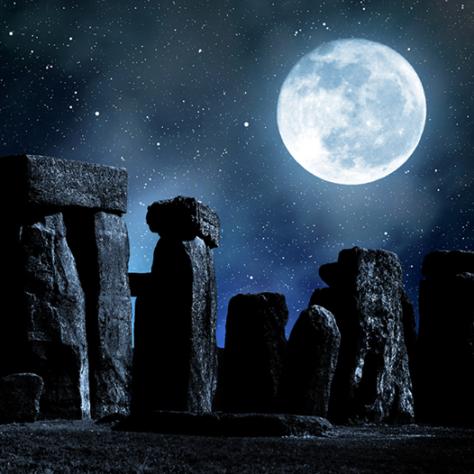 Stonehenge y luna llena