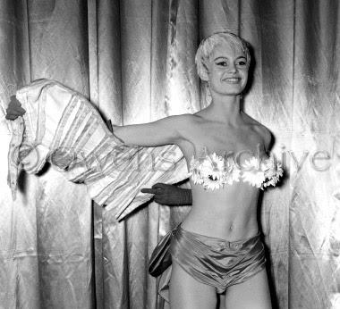 Brigitte_Bardot,_(Mademoiselle_Striptease)_23a