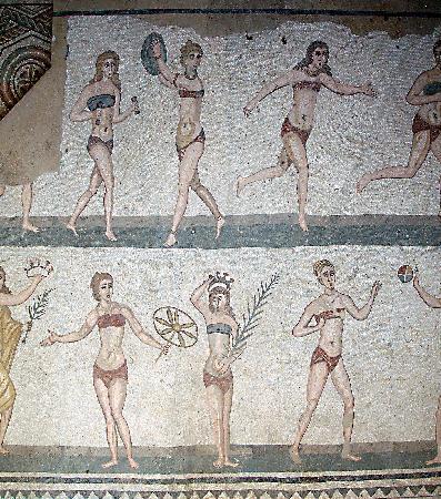 mujeres atletas romanas en bikini villa-romana-mosaic