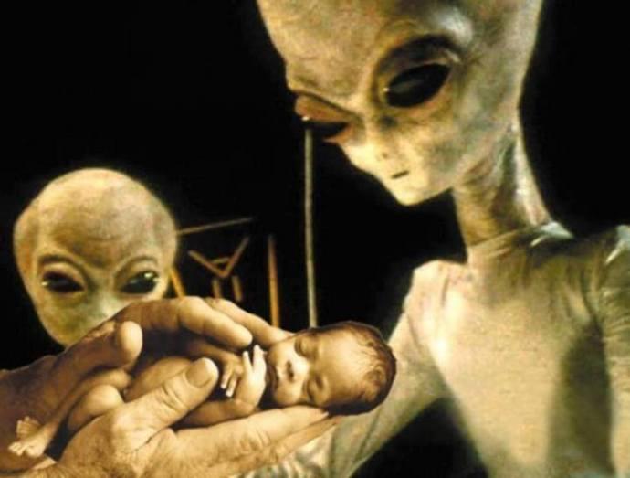 extraterrestres creando humanos