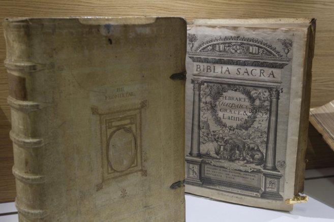 LA BIBLIA Ejemplares de la Biblioteca del Vaticano IÑAKI ANDRÉS