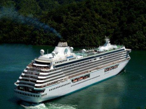 Los cruceros contaminan los oceanos con las aguas residuales y la atmosfera con sus emisiones Sid Mosdell – Flickr