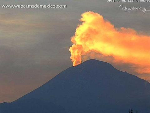 Popocatepetl febrero 6 2015 fumarola dorada