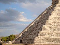 Kukulkan bajando en su templo en Chichen Itza Mexico equinoccio de primavera
