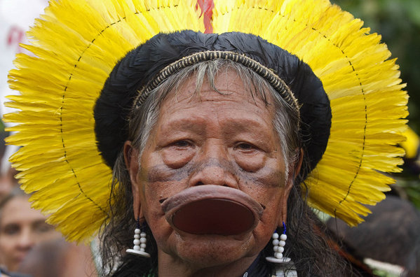 Kayapo-tribal-leader-Raoni-Met