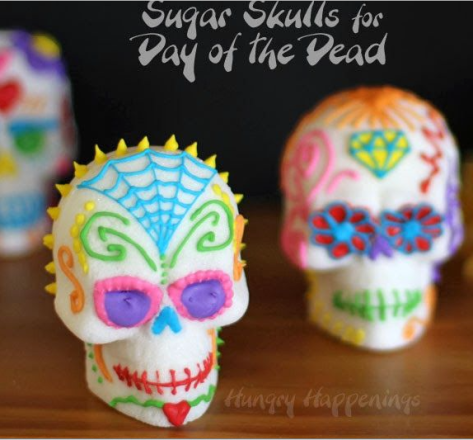 dos calaveras de azucar con decoracion