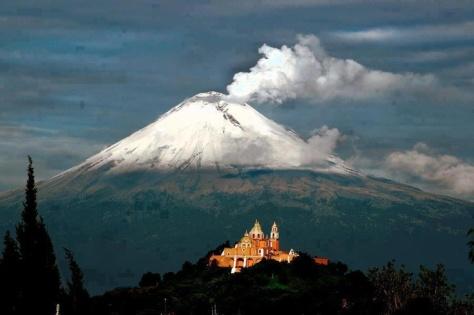 Cholula Puebla Iglesia Virgen de los Remedios y Popocatepetl