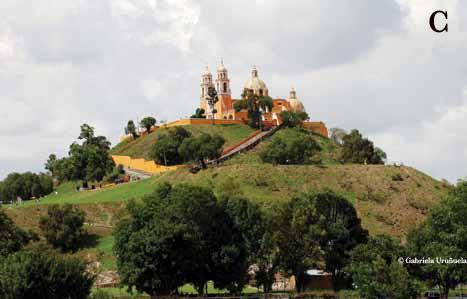 la-gran-piramide-de-cholula-con-el-templo-cristiano-en-la-punta