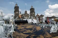 mega-ofrenda-zocalo-df-a-posada-2013