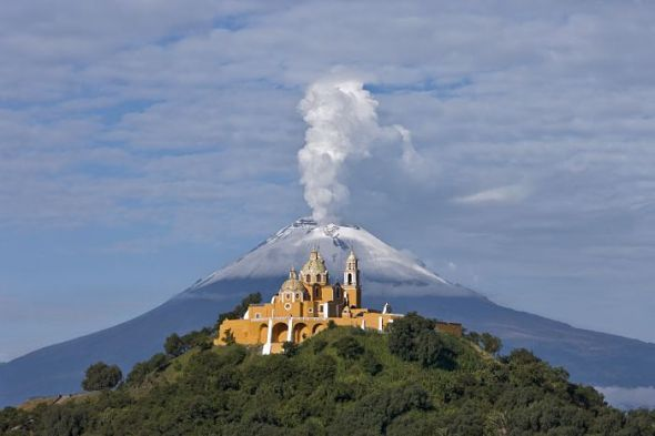 piramide-cholula-popocatepetl-mexico