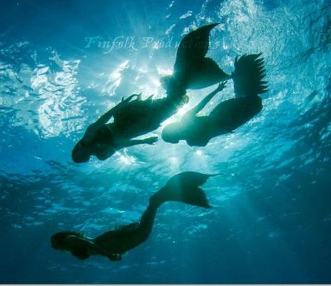 sirenas-bajo-el-mar