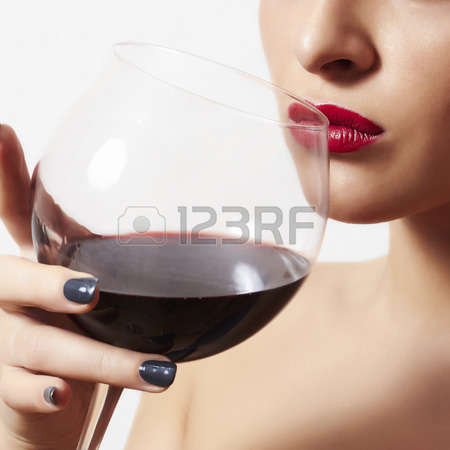 beautiful-woman-drinking-red-wine
