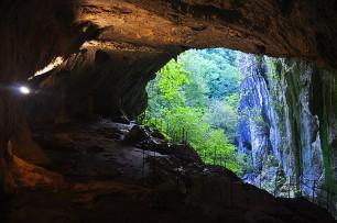 gruta en el abismo