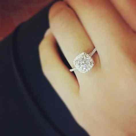 mano-y-anillo